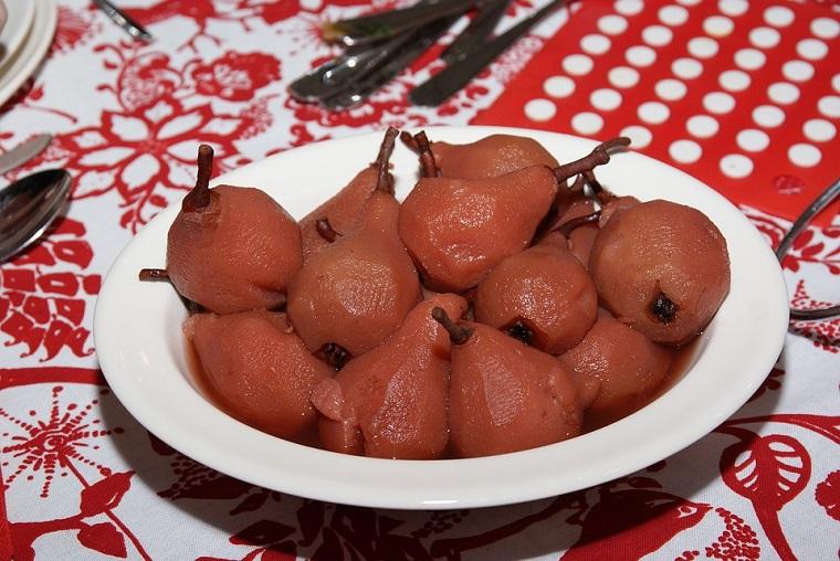 Receta sencilla para Navidad:Peras al vino con canela