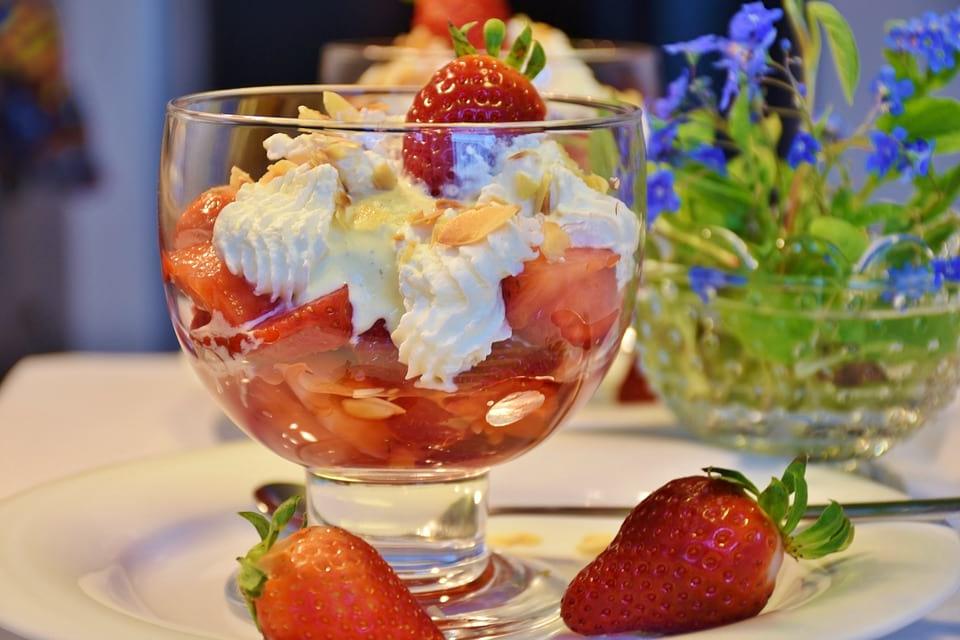 Como preparar fresas con nata